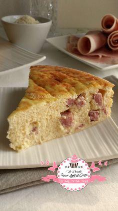 Ahhhh!! io adoro le torte... ma anche quelle salate! :DCosì presa dalla voglia di terminare un'ultima confezione di ricotta e del prosciutto che non volev