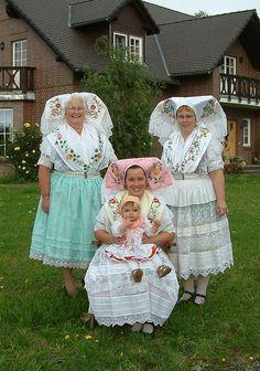 FolkCostume&Embroidery: Overview of Sorbian Folk Costume German Women, German Girls, Art Costume, Folk Costume, German Folk, Art Populaire, Folk Clothing, Ethnic Dress, People Of The World