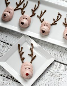Reindeer Meringue Cookies (via I Heart Kitchen)
