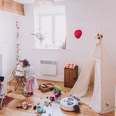 A very boho kidsroom @celine_audetourdunchemin with our Strawberry Scent Print 💕 . . . #minikubo #untamedspirit #posters #prints #kidsprints #kidsinterior #kidsplayroom #kidsroom #nursery #nurserydecor #wallhanging  #nurserydecorinspo #eclectickidsroom #bohokidsroom #eclectic #bohokids #kinderzimmer #barnrumsinspo #mothersofinstagram #styled #walldecor #homedecor #wallart