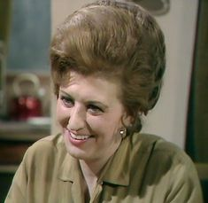 Elsie Tanner (Pat Phoenix) in Coronation Street British Drama Series, Soap Stars, Coronation Street, Old Shows, Iconic Characters, Childrens Hospital, Old Tv, Music Tv, Famous Faces