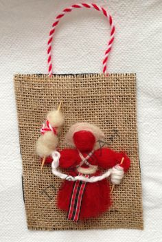 Мартеници - Вълна - Пано Baba Marta, 8 Martie, Yarn Dolls, Diy And Crafts, Projects To Try, Reusable Tote Bags, Traditional, How To Make, Christmas