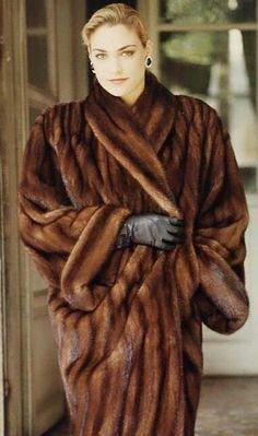 Sable Fur Coat, Fox Fur Coat, Mink Fur, Mink Coats, Fur Fashion, Leather Fashion, Fur Stole, Vintage Fur, Leather Gloves