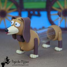 Amigo fiel, companheiro de todas as horas, o Slinky sempre se mete em encrenca por causa de sua mola! **Lembrancinha personalizada festa Toy Story. Mini tubete 26 ml cachorrinho Slinky**