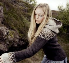 Rebekka Gudleifs makes very beautiful handmade Icelandic wool sweaters. I wish I have one but (1) I can't use it here, and (2) THEY ARE VERY EXPENSIVE.