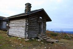 Montellinmajan autiotupa. Kuva: Maarit Kyöstilä Outdoor Living, Shed, Hiking, Cabin, House Styles, Decor, Outdoor Life, Walks, Dekoration
