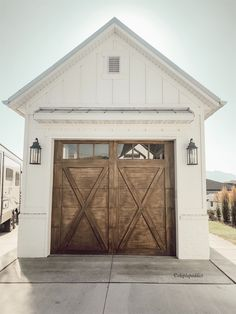 Farmhouse Sheds, Modern Farmhouse, Farmhouse Style, Garage Exterior, Car Garage, Carriage House Plans, Metal Shed, Outdoor Sheds, Outdoor Spaces