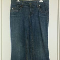Wide leg jeans These are fairly low waisted and fitted through the hip with a wide leg cut. Super flattering on your derrierre :) These are juniors sizing and run on the small side. Hydraulic Jeans Flare & Wide Leg