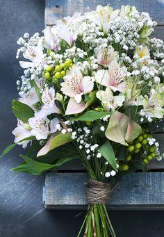 Traumhaftes Bouquet aus Alstroemerien mit Anthurien, Schleierkraut und Hypericum-Beeren <3 #tollwasblumenmachen