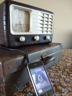 Ultra Bakelite Radio with modified input to be used as iPod docking station.