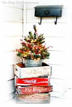 Cozy Old Farmhouse Christmas Porch Decoration.* (you could also convert it in with the different seasons) Christmas Porch, Farmhouse Christmas Decor, Noel Christmas, Country Christmas, All Things Christmas, Christmas Tree Decorations, Christmas Crafts, Christmas Ideas, Xmas