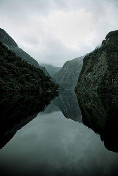 lake-reflections.jpg (750×1124)