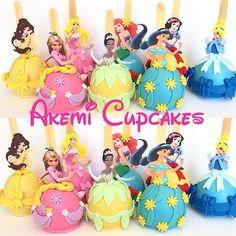 maçãs cobertas de chocolate e decoradas com o tema Princesas http://instagram.com/akemicupcakes