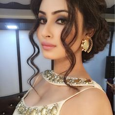 Mouni Roy is an Indian television actress and model. She was a contestant and finalist on Jhalak Dikhhla Jaa in She is trained Kathak dancer. Indian Tv Actress, Indian Actresses, Hot Actresses, Beautiful Actresses, Tv Actors, Indian Celebrities, Best Face Products, Looking Gorgeous, Hottest Photos