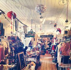 Vintage shopping Joy Bryant, Boutique Ideas, Magic Spells, Store Displays, Blackbird, Treasure Chest, Window Shopping, Display Ideas, Boutiques