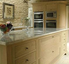 There are hundreds of awesome design ideas for kitchen cabinets and this article will discuss a few of the more popular ones. Many homeowners, whether they are designing a kitchen for a new home or an existing home, will find that selecting a reputable. Barn Kitchen, Kitchen Dinning Room, Kitchen Tiles, Kitchen Flooring, Kitchen Countertops, New Kitchen, Kitchen Cabinets, Oak Cabinets, Cupboards