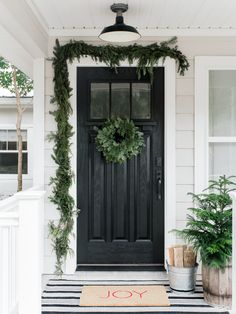 Holiday Front Porch + Simple Tips How To Paint Your Front Door Black Exterior Doors, Painted Exterior Doors, Painted Front Doors, Black Fromt Door, Fromt Doors, Porch Doors, Porch Entry, Front Entry, Front Door Christmas Decorations
