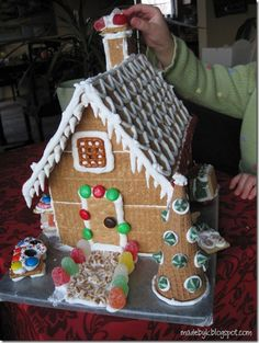 Gingerbread house out of graham crackers