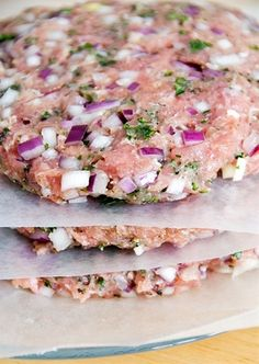 ground turkey meat (prefer thigh meat) 1 medium red onion, finely chopped cup fresh parsley, minced (or whatever fresh herbs you like) 1 tbsp garlic powder 1 tsp salt 1 tsp pepper cheese (optional) Mix ingredients together a Best Turkey Burgers, Turkey Burger Recipes, Ground Turkey Burgers, Beef Burgers, Ground Chicken Burgers, Minced Turkey Recipes, Greek Turkey Burgers, Hamburger Recipes, Veggie Burgers