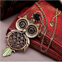 $2.99Fashion Vintage Hollow Diamond Embellished Owl Shaped Metal Necklace
