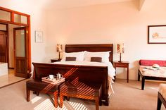 Looking for White River accommodation? Book an unforgettable stay at Casterbridge Hollow Boutique Hotel in the heart of White River, Mpumalanga. Rooms, Bedrooms, Coins, Room