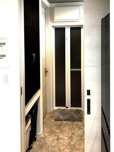 バスルームまでのアプローチ。シンプルさが清潔感を保つ。 Tall Cabinet Storage, Furniture, Design, Home Decor, Decoration Home, Room Decor, Home Furnishings, Home Interior Design