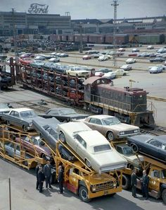 Vintage Cars Ford transport from the factory 1965 - Vintage Trucks, Old Trucks, Semi Trucks, Vintage Tractors, Transport Bus, Car Carrier, Pt Cruiser, Classic Mustang, Old Fords