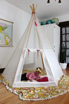 teepee made with sticks and fabric that you can decorate however you like for your kids to play and study in. Here is our collection of 20 best Teepee Reading Tent for Kids. Teepee Diy, Diy Zelt, Diy For Kids, Crafts For Kids, Craft Kids, 5 Kids, Play Houses, Kids Playing, Home Crafts