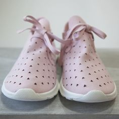 adidas Adilette New {Bold Kid Shoes, Me Too Shoes, Shoe Boots, Shoes Sneakers, Shoes Heels, Sneakers Fashion Outfits, Tennis Dress, Instagram Shop, Comfortable Shoes