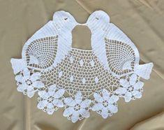 Par ganchillo reservados para ONURAL A de Agapornis    A ellos se suman por su pico en un beso romántico y por un puente hermoso encaje de flores    Incorporaría maravillosamente en un trozo más grande de ganchillo, o cualquier otra ilustración textil--una almohada, un tratamiento de ventana, colcha, etc....incluso una prenda de vestir!    Medidas 18 de largo y 24 en el punto más ancho    En excelentes condiciones.