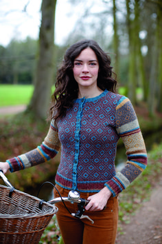 This beautiful, colourful and fitted woman's cardigan by Lisa Richardson is knitted in six shades of our popular Felted Tweed yarn. It features stripes and fairisle patterns on body and sleeves. It has long sleeves and a crew neck.