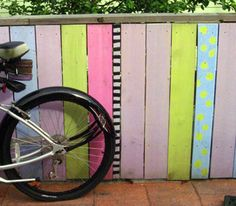 gaily decorated fence, colurful fence artists home, funky painted fence,  decorative fencing
