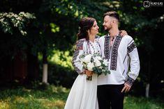 Povești Nunți Tradiționale - Andreia și Ionuț. Nuntă tradițională la Muzeul Satului Bucovinean. 6 Traditional Outfits, Lifestyle, Wedding Dresses, Coat, Clothing, Fashion, Bride Dresses, Outfits, Moda