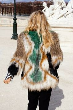 Street style, Faux fur coat which is amazing x Fur Fashion, Look Fashion, Paris Fashion, Mode Style, Style Me, Winter Outfits, Fabulous Furs, Looks Street Style, Inspiration Mode