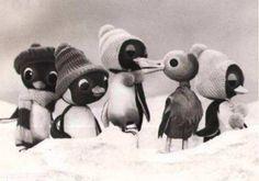 Ako spievajú sláviky č.1-2, 2 x 37´, 1975 Dvojdielna bábková inscenácia rozprávky poľského spisovateľa Adama Bahdaja, v spracovaní Jiřího Středu a v preklade Marianny Grznárovej. Malý tučniak Pik-Pok žije na ostrove snehových búrok s celou rodinou, vyberie sa medzi ľudí, kde ho čaká nejedno prekvapenie. Výtvarník: Kaletová Jarmila Réžia: Füleky Ladislav