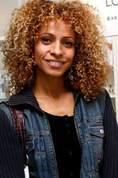 She is a Police Detective who appeared in the episode The Man in the Morgue (season Big Hair, Your Hair, Michelle Hurd, Police Detective, Curly Weaves, Going Natural, Hair Journey, Celebs, Celebrities