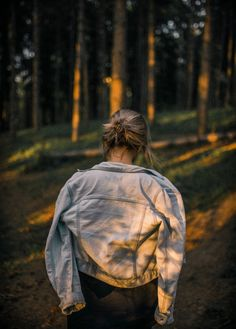 Forest Photography, Girl Photography, Creative Photography, Sunset Photography, Forest Tumblr, Foto Portrait, Forest Pictures, Photoshoot Themes, Forest Girl