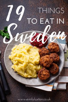 Swedish Cuisine, Swedish Dishes, Swedish Recipes, Swedish Foods, Swedish Christmas Food, Scandinavian Food, Scandinavian Holidays, Food From Different Countries, Viking Food