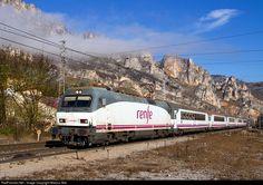 RailPictures.Net Photo: 252,043 Renfe Siemens/Krauss Maffei Serie 252 at Pancorbo (Burgos), Spain by Marcos Maté