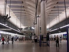 Resultados de la Búsqueda de imágenes de Google de http://upload.wikimedia.org/wikipedia/commons/3/31/Canary_Wharf_tube_station_night_4.jpg