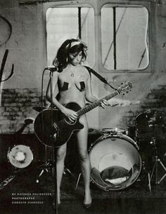See Amy Winehouse pictures, photo shoots, and listen online to the latest music. Amy Winehouse, Billy Holiday, Jimi Hendricks, Mode Rock, Slash, Mae West, Foto Art, Jane Russell, Classic Rock