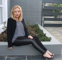 A simple monochrome work outfit, comfy and chic! I'm really loving flowing soft tops with structured blazers at the moment. Blazer- Forever New Top- Mr P Leggings- Brett Robson Heels- Zara Nails- Essie Sew Me Work Looks, Forever New, Loose Tops, Leather Pants, Zara, Blazer, Chic, My Style, Book
