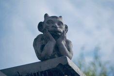 Heilpflanze oder Kraut des Teufels? - Debatte um Cannabis schon im 18. Jahrhundert Fachleute, die von der Heilwirkung der Hanfpflanze überzeugt sind auf der einen Seite, die Staatsmacht, d... Garden Sculpture, Lion Sculpture, Kraut, Cannabis, Statue, Outdoor Decor, Ganja, Aboriginal People, Hemp