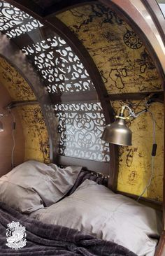 Spectacular copper-clad teardrop trailer takes steampunk to another level - Living in a shoebox Teardrop Trailer Interior, Building A Teardrop Trailer, Airstream Interior, Vintage Airstream, Vintage Campers, Teardrop Caravan, Airstream Caravans, Teardrop Camping, Camping World