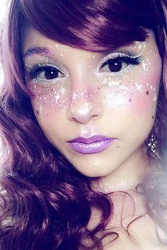 21 Galaxy Makeup Looks - Creative Makeup Ideas for Extraordinary Girls ★ See more: http://glaminati.com/galaxy-makeup-looks/