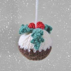 Christmas Pudding Bauble Knitting pattern by Amanda Berry - Christmas Knitting Knitted Christmas Decorations, Knit Christmas Ornaments, Homemade Christmas Decorations, Christmas Crafts, Christmas Tree, Knitted Christmas Stockings, Crochet Christmas, Love Knitting, Knitting Patterns Free