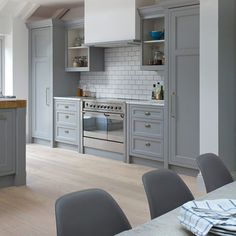 Love the look - unit colour & tiles Grey Shaker-style kitchen with range cooker Wood Kitchen Cabinets, Kitchen Units, Kitchen Tiles, New Kitchen, Grey Cupboards, Kitchen Flooring, Tall Cabinets, Farmhouse Cabinets, Shaker Cabinets