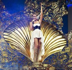 can't wait to watch Kylie's Aphrodite tour... in 3-D... come on Santa!!!