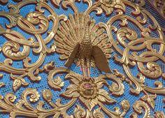 2013 Photograph, Wat Pa Phrao Nok Peacock Gable, Tambon Chang Khlan, Mueang Chiang Mai District, Chiang Mai Province, Thailand, © 2014.  ภาพถ่าย ๒๕๕๖ วัดป่าพร้าวนอก หน้าบันนกยูง ตำบลช้างคลาน เมืองเชียงใหม่ จังหวัดเชียงใหม่ ประเทศไทย