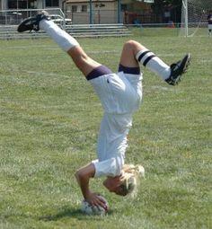 bloglosingrip - fotos engraçadas 14 - Mulheres não sabem jogar futebol!